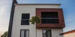 elewacja_drewniana_przy_balkonie
